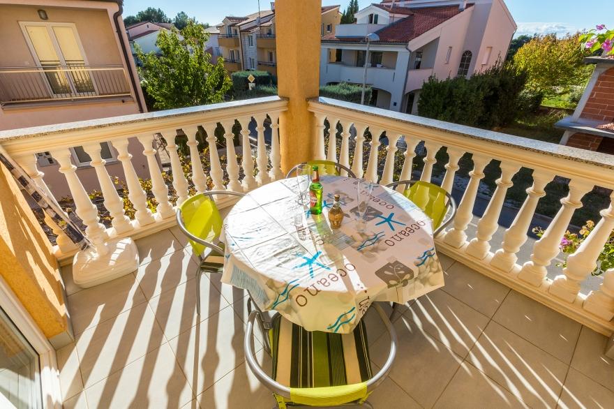 bildergalerie medulin private 3 zi ferienwohnung vilic 5 gro er balkon. Black Bedroom Furniture Sets. Home Design Ideas
