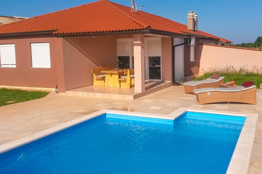 Villa Mit Pool Pula Seve Für 8 Personen: Pula Seve   4 Zi. Ferienhaus Seve 2